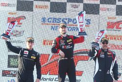 GTA podium: Michael Schein, segundo, Frankie Montecalvo, tercero, Andy Wilzoch