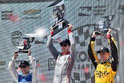 Podium: Sieger Will Power, Team Penske, Chevrolet; 2. Tony Kanaan, Chip Ganassi Racing, Chevrolet; 3