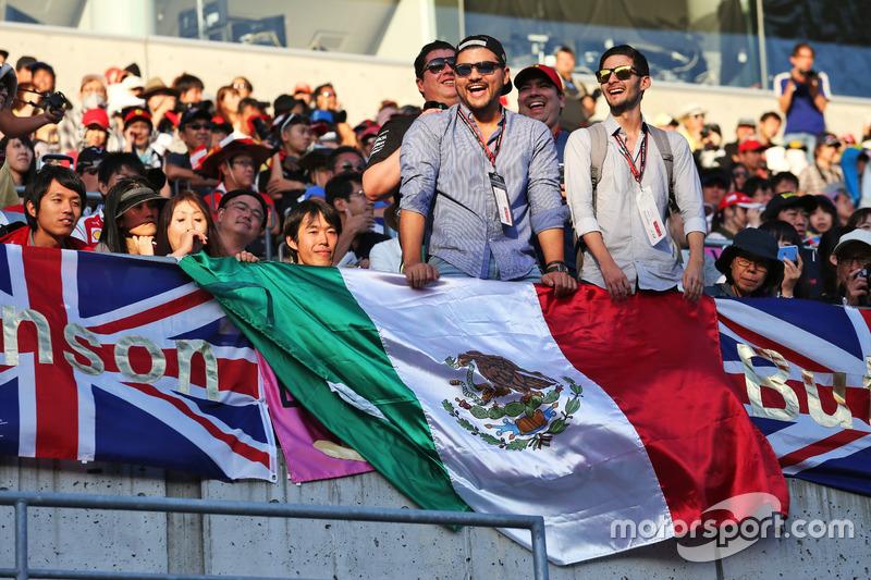 المُشجعين المكسكيين فى المدرجات