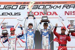 Podium GT500: winners #24 Kondo Racing Nissan GT-R Nismo GT3: Daiki Sasaki, Masataka Yanagida