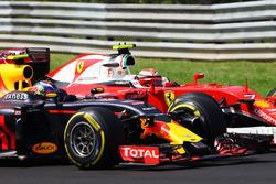 Max Verstappen, Red Bull Racing RB12 y Kimi Raikkonen, Batalla de Ferrari SF16-H para la posición