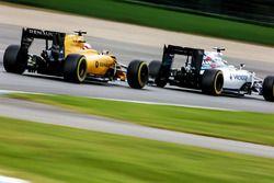 Felipe Massa, Williams FW38 leads Kevin Magnussen, Renault Sport F1 Team RS16