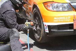 #65 Murillo Racing BMW 328i: Brent Mosing, Tim Probert, pit action