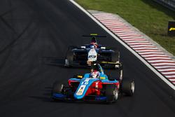 Акаш Нанди, Jenzer Motorsport едет впереди Стейна Схотхорста, Campos Racing