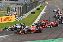 Lewis Hamilton, Mercedes AMG F1; Nico Rosberg, Mercedes AMG F1; and Daniel Ricciardo, Red Bull Racin
