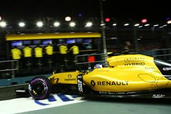 Jolyon Palmer, Renault Sport F1 Team RS16 deja los pits