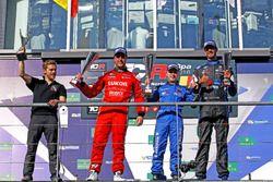 Podium : le deuxième, Pepe Oriola, Team Craft-Bamboo, Seat León TCR; le vainqueur Aku Pellinen, West Coast Racing, Honda Civic TCR; le troisième, Dusan Borkovic, B3 Racing Team Hungary, Seat León TCR
