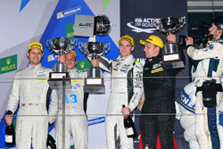 Podium: ganaddores LMP1 privados #4 ByKolles Racing CLM P1/01: Simon Trummer, Oliver Webb, Pierre Kaffer