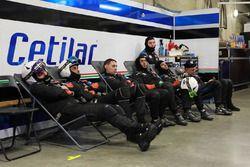Des membres de l'équipe #47 Cetilar Villorba Corse Dallara