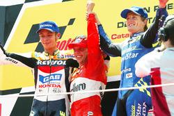 Podio: Loris Capirossi, Valentino Rossi y Sete Gibernau