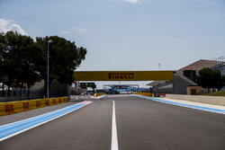 The start/finish straight