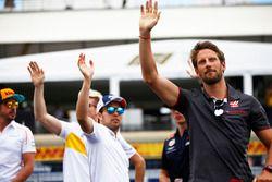 Fernando Alonso, McLaren, Nico Hulkenberg, Renault Sport F1 Team, Sergio Perez, Force India, Max Verstappen, Red Bull Racing, and Romain Grosjean, Haas F1 Team, wave to the crowds