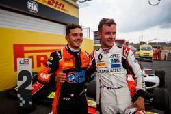Il vincitore della gara Dorian Boccolacci, MP Motorsport, il secondo classificato Anthoine Hubert, ART Grand Prix
