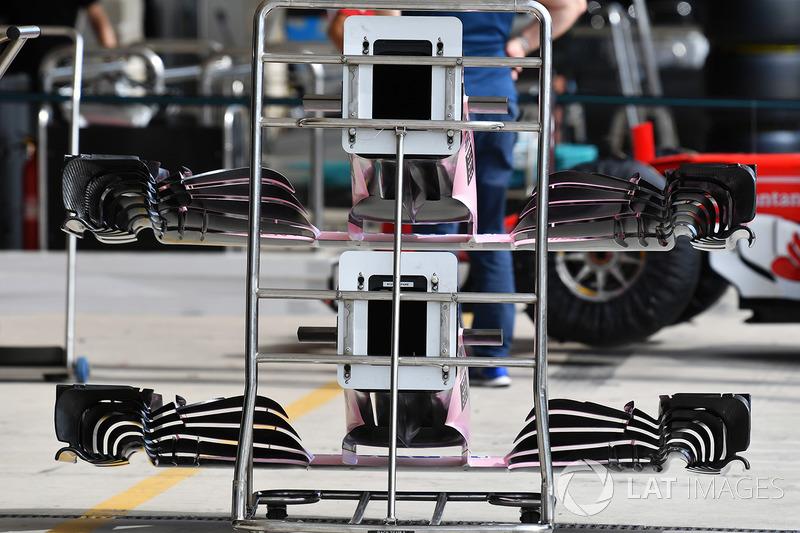 Nez et ailerons avant de la Sahara Force India VJM10