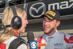 Race winner Kelvin van der Linde, Team Magnus