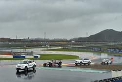 Эвакуация с трассы Citroën C-Elysée WTCC Роба Хаффа, All-Inkl Motorsport
