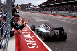 Lewis Hamilton, Mercedes F1 W06 Hybrid celebrates