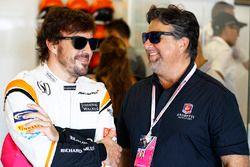 Fernando Alonso, McLaren, with Michael Andretti in the garage