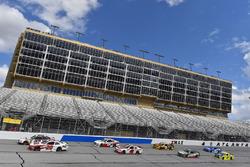 Christopher Bell, Joe Gibbs Racing, Ruud Toyota Camry e Joey Logano, Team Penske, Shell Pennzoil For