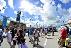 Pre-race fan grid walk