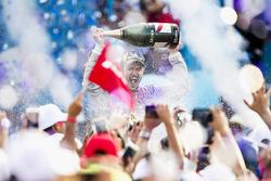 Daniel Abt, Audi Sport ABT Schaeffler, celebra en el podio después de ganar la carrera