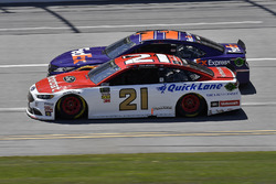 Paul Menard, Wood Brothers Racing, Ford Fusion Motorcraft / Quick Lane Tire & Auto Center e Denny Hamlin, Joe Gibbs Racing, Toyota Camry FedEx Express