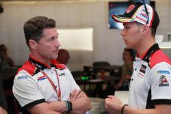 Руководитель Team LCR Honda Лучо Чеккинелло и гонщик Такааки Накагами