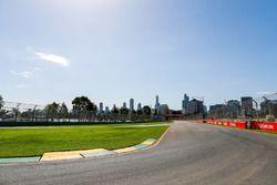 Detalles del circuito durante la caminata de pista de equipo