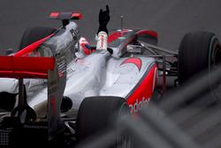 Race winner Jenson Button, McLaren MP4-25