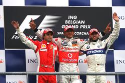 Podyum: 2. Felipe Massa, Ferrari, yarış galibi Lewis Hamilton, McLaren, 3. Nick Heidfeld, BMW Sauber F1