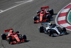 Кими Райкконен, Ferrari SF71H, Валттери Боттас, Mercedes AMG F1 W09, и Себастьян Феттель, Ferrari SF71H