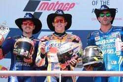 Podio: il secondo classificato Maverick Viñales, Yamaha Factory Racing, il vincitore della gara Marc Marquez, Repsol Honda Team, il terzo classificato Andrea Iannone, Team Suzuki MotoGP