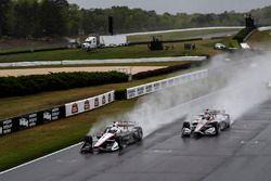 Josef Newgarden, Team Penske Chevrolet, Will Power, Team Penske Chevrolet lead at the start