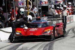 #77 Mazda Team Joest Mazda DPi, P: Oliver Jarvis, Tristan Nunez, pit stop