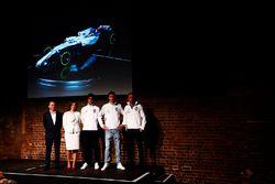 Paddy Lowe, Claire Williams, Lance Stroll, Sergey Sirotkin en Robert Kubica met de FW41