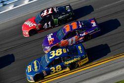 David Ragan, Front Row Motorsports Ford Fusion, Denny Hamlin, Joe Gibbs Racing Toyota, Kurt Busch, S