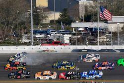 Chase Elliott, Hendrick Motorsports Chevrolet Camaro crash