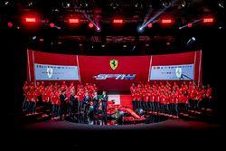 Гонщики Ferrari Себастьян Феттель и Кими Райкконен, руководитель команды Маурицио Арривабене, Ferrari