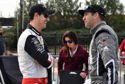 Joey Logano, Team Penske, Discount Tire Ford Mustang and Elliott Sadler, JR Motorsports, Cessna Chev