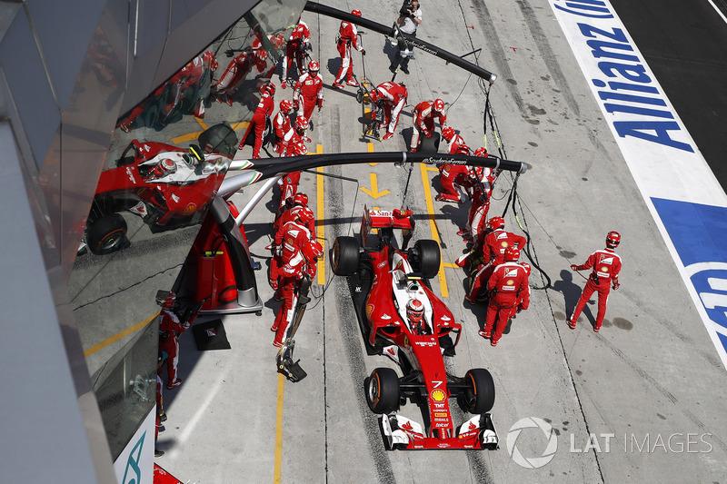 Kimi Raikkonen, Ferrari SF16-H,pit stop