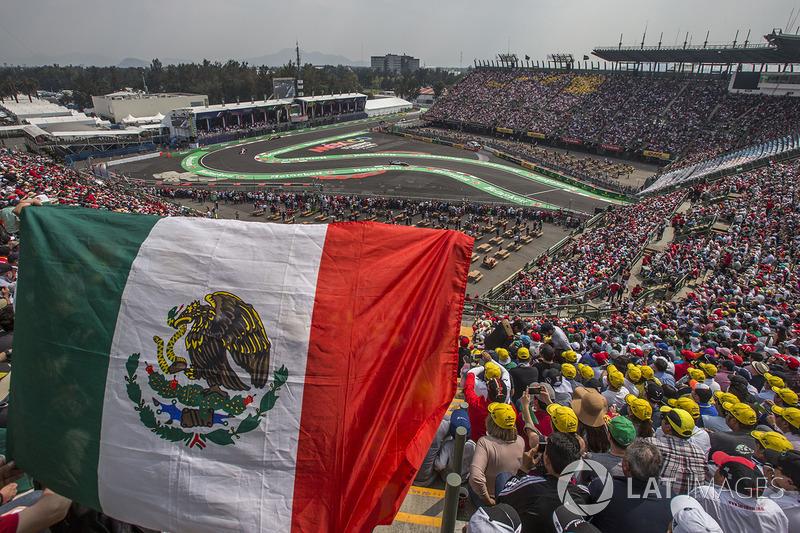 Valtteri Bottas, Mercedes-Benz F1 W08  y fans