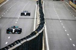 Lewis Hamilton, Mercedes AMG F1 W09, devant Lance Stroll, Williams FW41 Mercedes