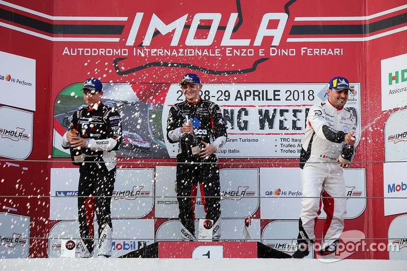 Podio: il secondo classificato Daniele Cazzaniga, il vincitore Tommaso Mosca e il terzo classificato Simone Iaquinta