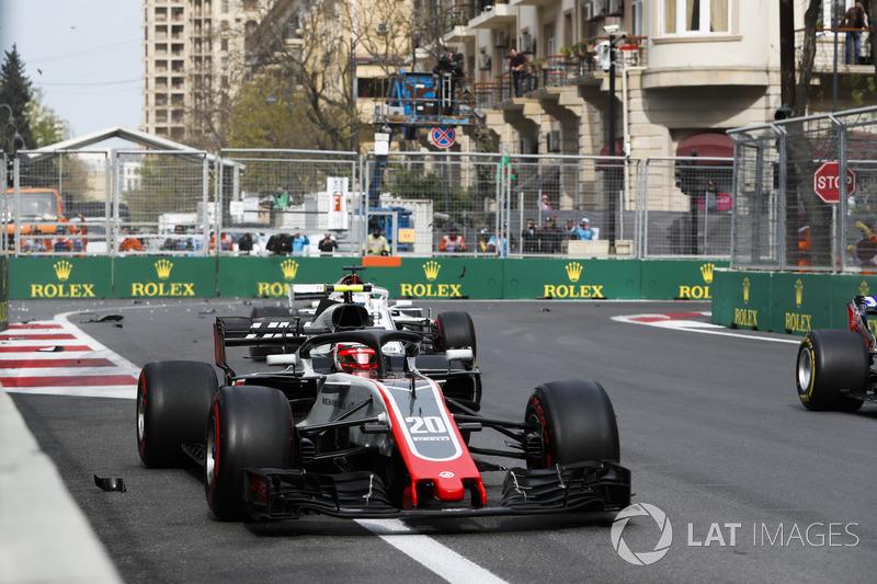 Kevin Magnussen, Haas F1 Team VF-18 Ferrari, Marcus Ericsson, Sauber C37 Ferrari
