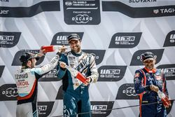 Podium: Race winner Pepe Oriola, Team Oscaro by Campos Racing Cupra TCR, second place Jean-Karl Vernay, Audi Sport Leopard Lukoil Team Audi RS 3 LMS, third place Gabriele Tarquini, BRC Racing Team Hyundai i30 N TCR