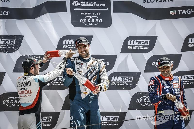 Podio: il vincitore della gara Pepe Oriola, Team Oscaro by Campos Racing Cupra TCR, il secondo classificato Jean-Karl Vernay, Audi Sport Leopard Lukoil Team Audi RS 3 LMS, il terzo classificato Gabriele Tarquini, BRC Racing Team Hyundai i30 N TCR
