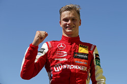 Winnaar Ralf Aron, PREMA Theodore Racing Dallara F317 - Mercedes-Benz