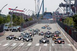 Josef Newgarden, Team Penske Chevrolet, Scott Dixon, Chip Ganassi Racing Honda mènent au départ