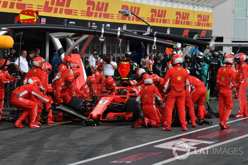 Kimi Raikkonen, Ferrari SF71H au stand