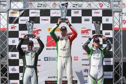 #3 K-PAX Racing Bentley Continental GT3: Rodrigo Baptista, #07 Squadra Corse Garage Italia Americas